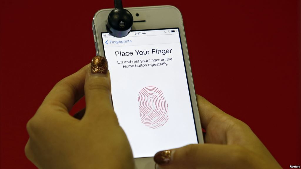 Cómo hackear un smartphone con un poco de plastilina 29