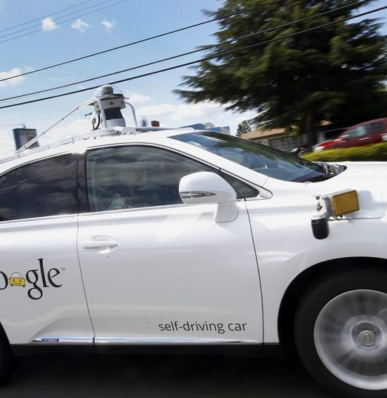 Un coche autónomo de Google choca con un autobús 32