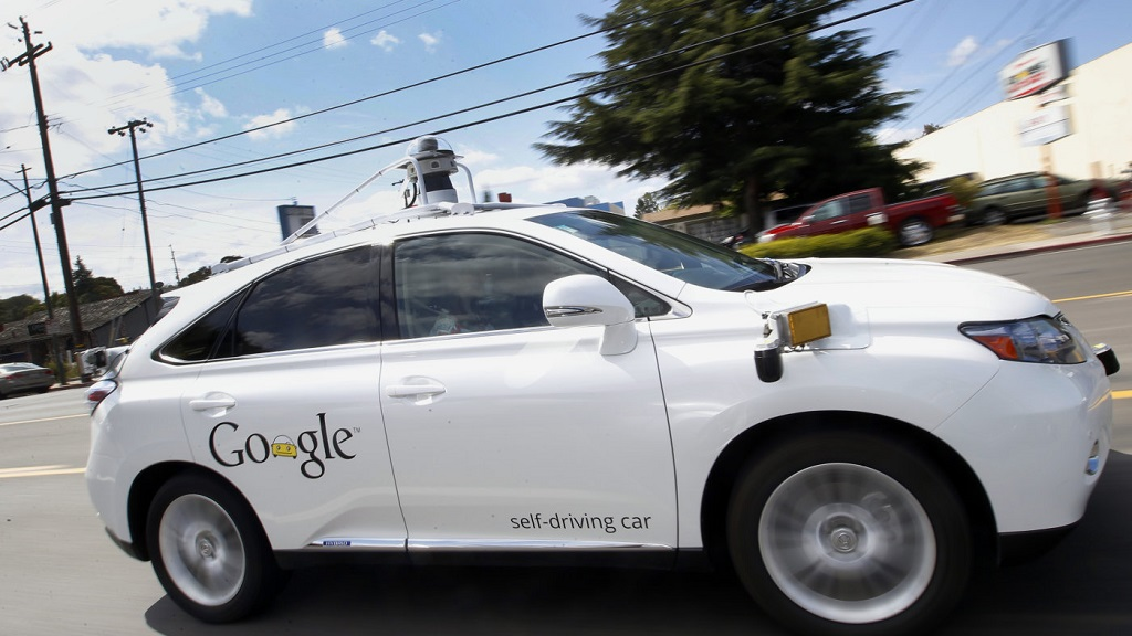 Un coche autónomo de Google choca con un autobús 30