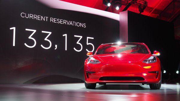 Las reservas del Tesla Model 3 ya superan las 133.000