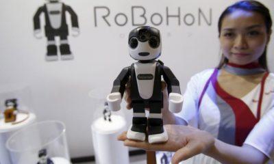 Sharp anuncia RoboHon, su teléfono robot 30