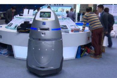 China crea el primer robocop y los rateros se parten de risa