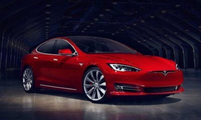 El Tesla Model S puede flotar como un barco y sacarte de apuros 57