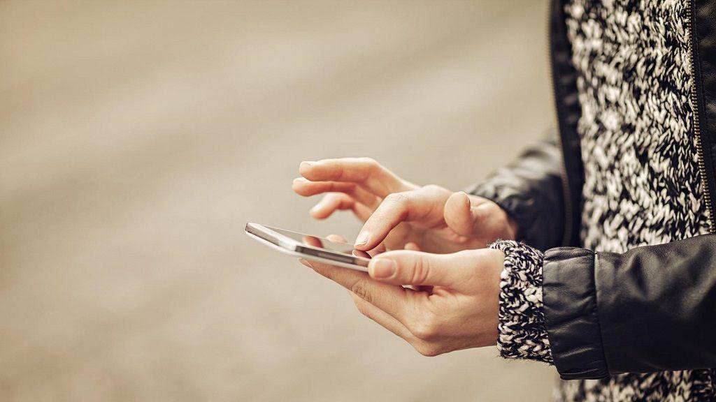Corea del Sur quiere evitar el uso del móvil al caminar 30