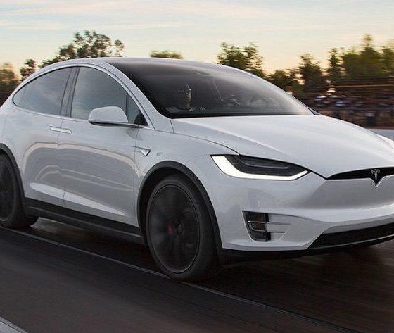 """Tesla presenta el nuevo Model X 60D, un modelo """"más económico"""" 32"""