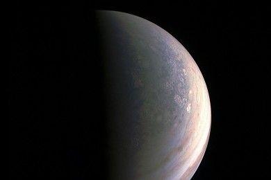 Las primeras imágenes del polo norte de Júpiter sorprenden a la NASA