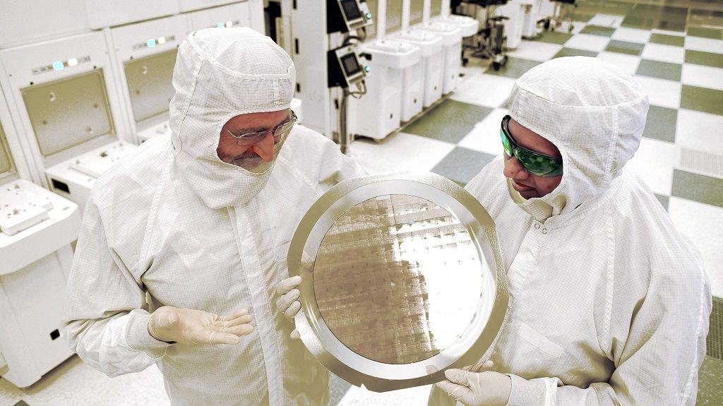 Científicos desafían la Ley de Moore y prometen chips más rápidos 30