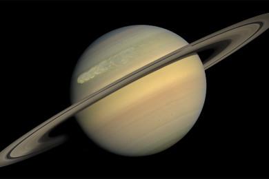 La sonda Cassini documenta los cambios del polo norte de Saturno