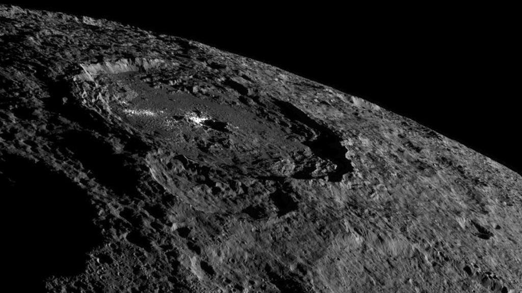 ¿Por qué brilla tanto el cráter Occator del planeta enano Ceres? 30