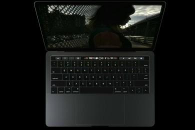 """El """"Risitas"""" explica el negocio de Apple con los puertos del MacBook Pro"""