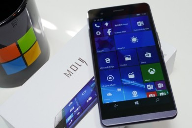 Moly X1, smartphone con Windows 10 Mobile que busca financiación