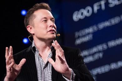 Elon Musk habla sobre el peligro de las IAs y el uso de un cordón neural