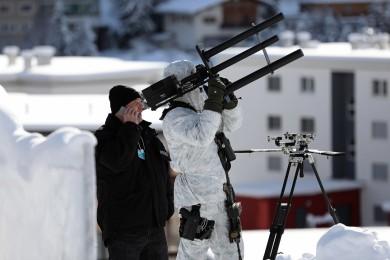La policía suiza asegura el World Economic Forum con pistolas anti-drones