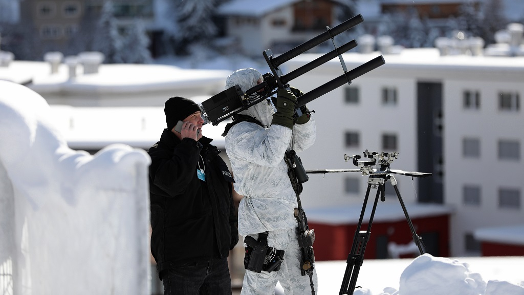 La policía suiza asegura el World Economic Forum con pistolas anti-drones 30