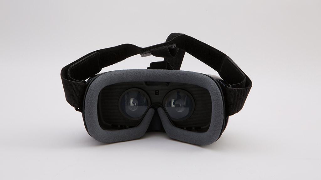 Samsung prepara nuevo Gear VR con un mando de control accesorio 31