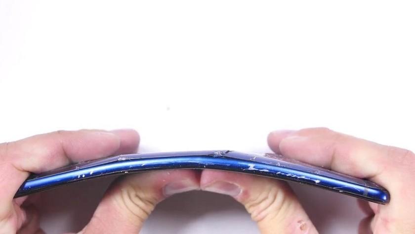 Prueba de resistencia del HTC U Ultra, no sale bien parado