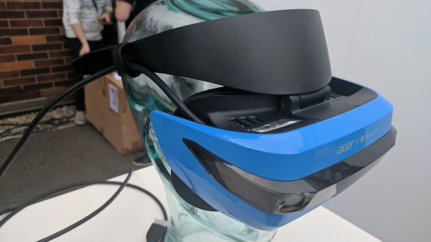 Acer presenta su casco Mixed Reality HMD