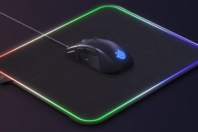SteelSeries lleva la pasión por las luces LED a otro nivel con esta alfombrilla para ratón