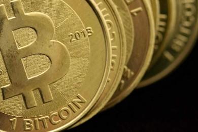 Bitcoin no deja de crecer y supera los 2.700 dólares por unidad