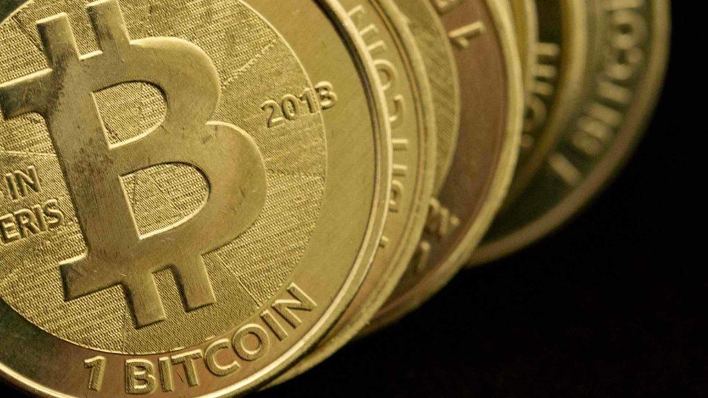 Bitcoin no deja de crecer y supera los 2.700 dólares por unidad 30