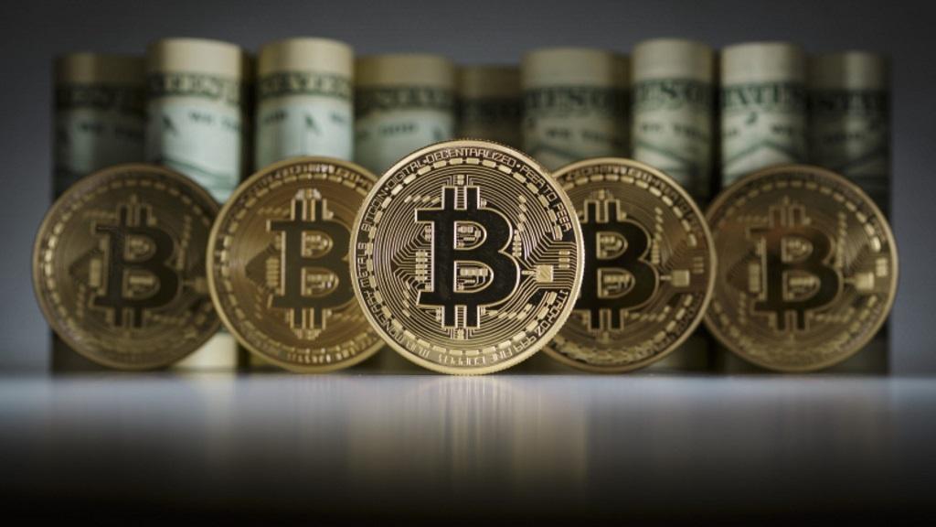 La criptodivisa Bitcoin registra un nuevo récord, 1.700 dólares al cambio 37