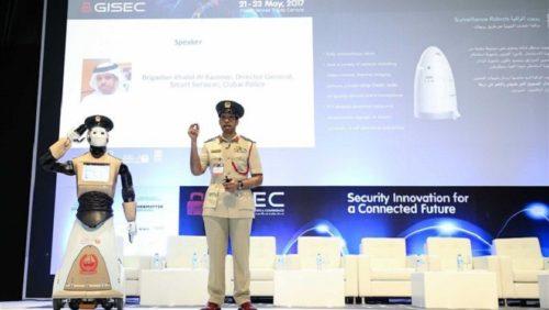 Dubái ya tiene a su primer robot policía y quiere más