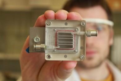 Científicos belgas convierten aire contaminado en hidrógeno