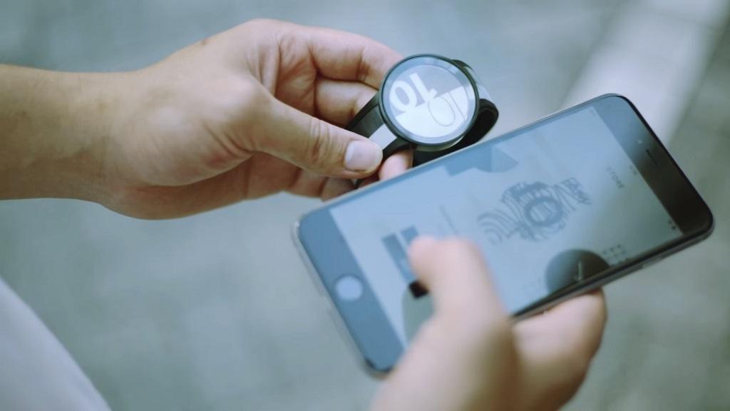 Sony presenta el ES Watch U, smartwatch con pantalla de tinta electrónica 37