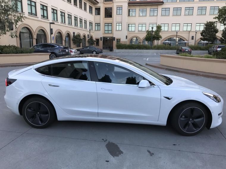 """Nuevas imágenes del Tesla Model 3, un modelo """"económico"""" 36"""