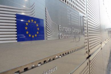 Europa impone multa récord de 2.420 millones de euros a Google