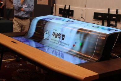 LG sorprende con una pantalla flexible 4K y semitransparente de 77 pulgadas