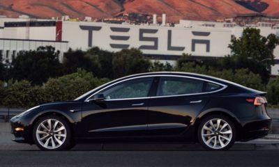 Ya está listo el primer Model 3 de Tesla, adivinad quién es el propietario 82