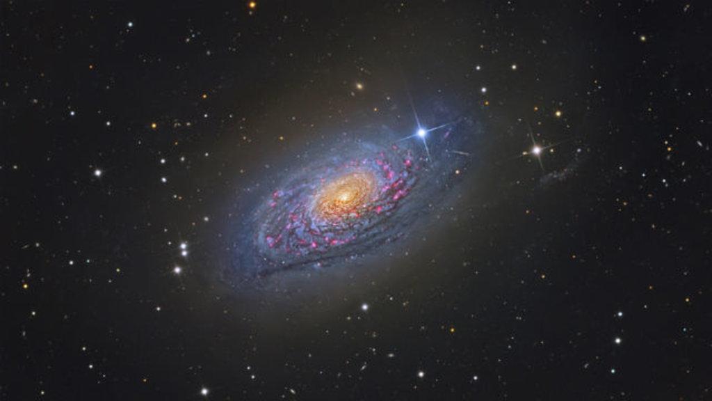 Descubierta una galaxia mil veces más brillante que la Vía Láctea 30