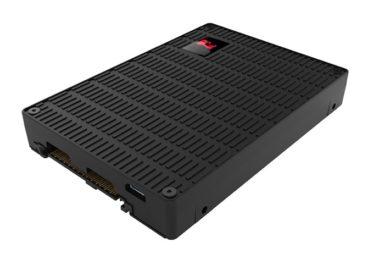 Kingston sorprende con el DCU1000, un SSD que roza los 7 GB por segundo