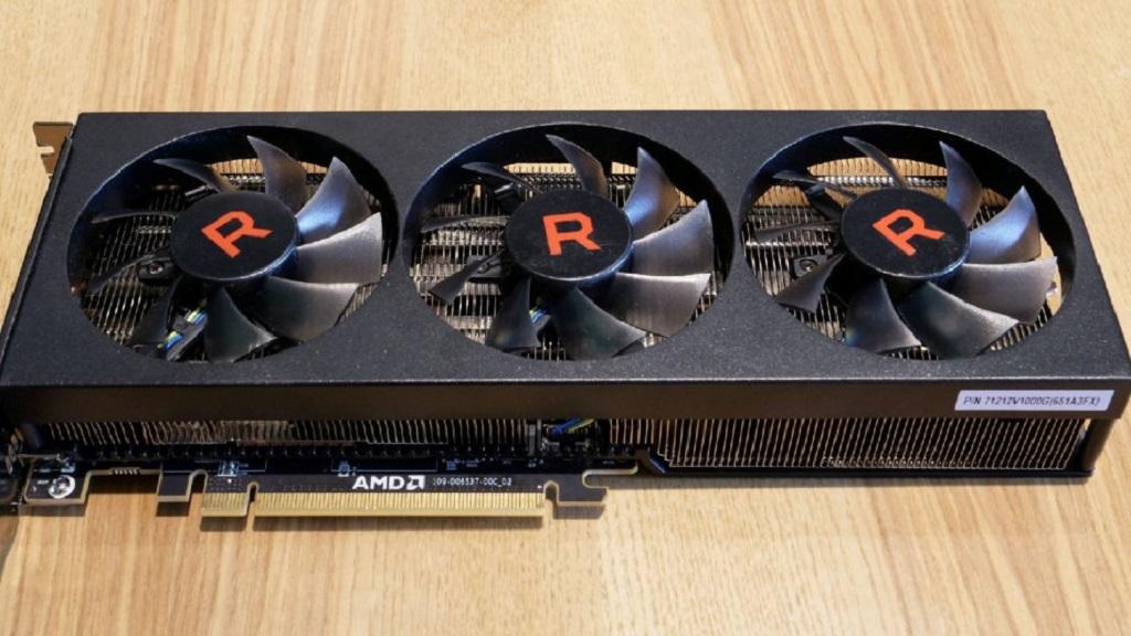 AMD confirma prototipo de Radeon RX Vega 56 con tres ventiladores 29