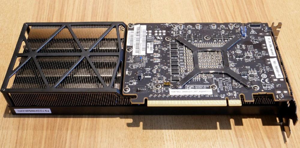 AMD confirma prototipo de Radeon RX Vega 56 con tres ventiladores 33