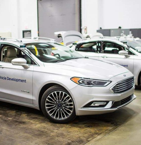 Ford patenta sistema de pedales y volante removibles 32