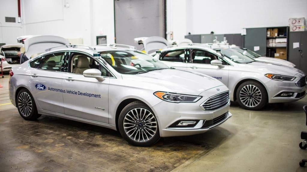 Ford patenta sistema de pedales y volante removibles 30