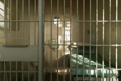 Sigue en prisión el hombre que se niega a descifrar sus discos duros
