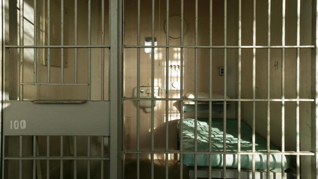 Sigue en prisión el hombre que se niega a descifrar sus discos duros 29