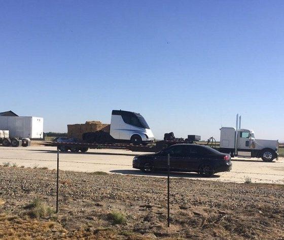 Esta podría ser la primera imagen del camión eléctrico de Tesla 31