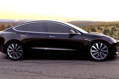 Algunas de las partes del Tesla Model 3 se fabrican a mano