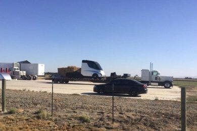 Elon Musk confirma el retraso del lanzamiento del camión eléctrico de Tesla