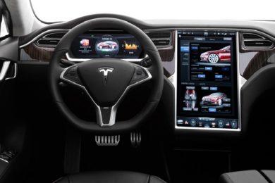 Los sistemas de infoentretenimiento generan distracciones al volante