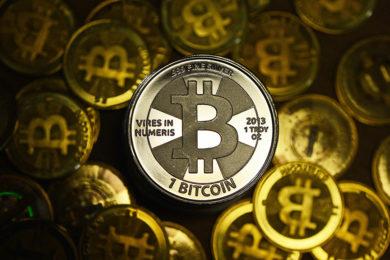 Bitcoin vuelve a crecer y se acerca cada vez más a los 8.000 dólares