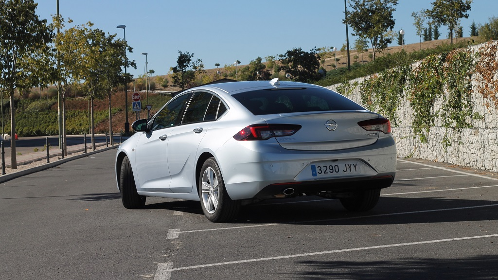 Opel Insignia 2017, agazapado 34