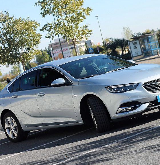 Opel Insignia 2017, agazapado 32