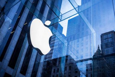 """Apple bate récord trimestral y será la primera del """"trillón de dólares"""""""