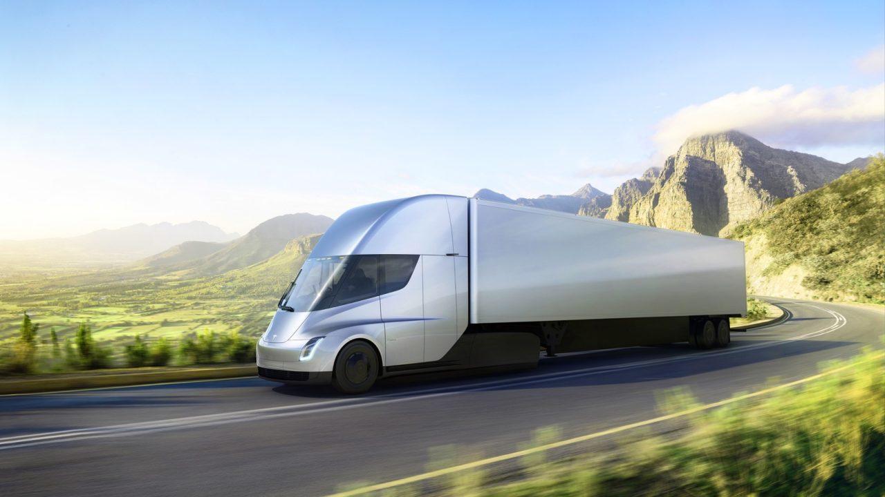 Tesla presenta su camión eléctrico y un superdeportivo con 1.000 km de autonomía 38