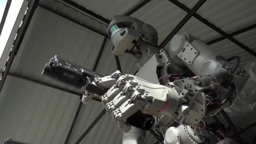 El robot pistolero de Rusia pilotará naves espaciales en 2021 30